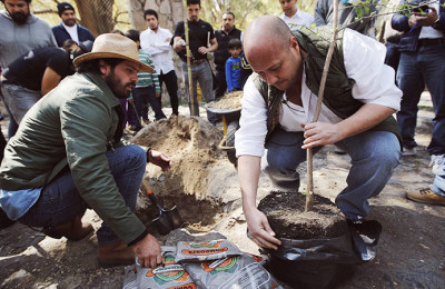 El Presidente Municipal da inicio a los trabajos de reforestación en el estacionamiento del Bosque Colomos y realiza un recorrido al interior del mismo