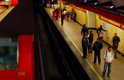 En transporte público usuarios respiran 3.15 litros de aire que estuvo en sus compañeros de viaje