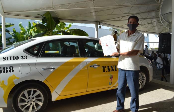 Entregan 155 concesiones de taxis en Puerto Vallarta