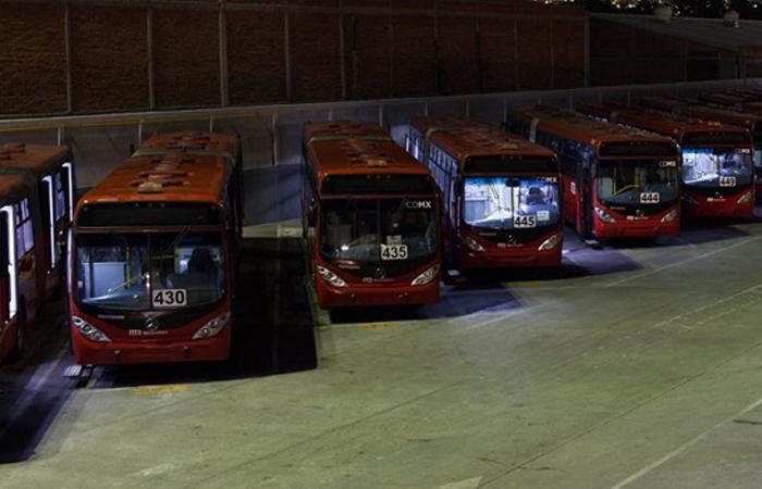 Se platica la posibilidad de probar unidades de hidrogeno en Metrobús de hidrógeno en CDMX