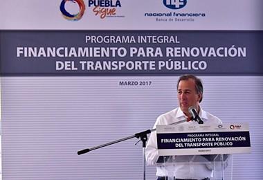 FOTO-2-El-secretario-de-Hacienda-firmó-el-Programa-Integral-para-el-Financiamiento-del-Transporte-Público